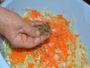 Очень вкусная засолка капусты