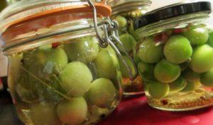 Зеленые помидоры маринованные быстрого приготовления в кастрюле