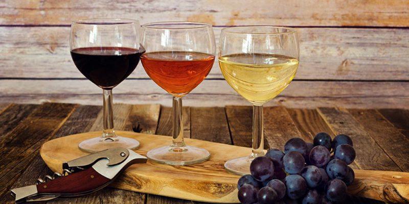 Вино из винограда изабелла с веточками