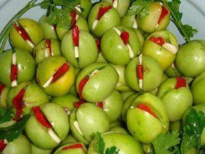 Засолка зеленых помидоров в ведре холодным способом