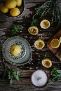 Теплая вода с лимоном: польза и вред, отзывы