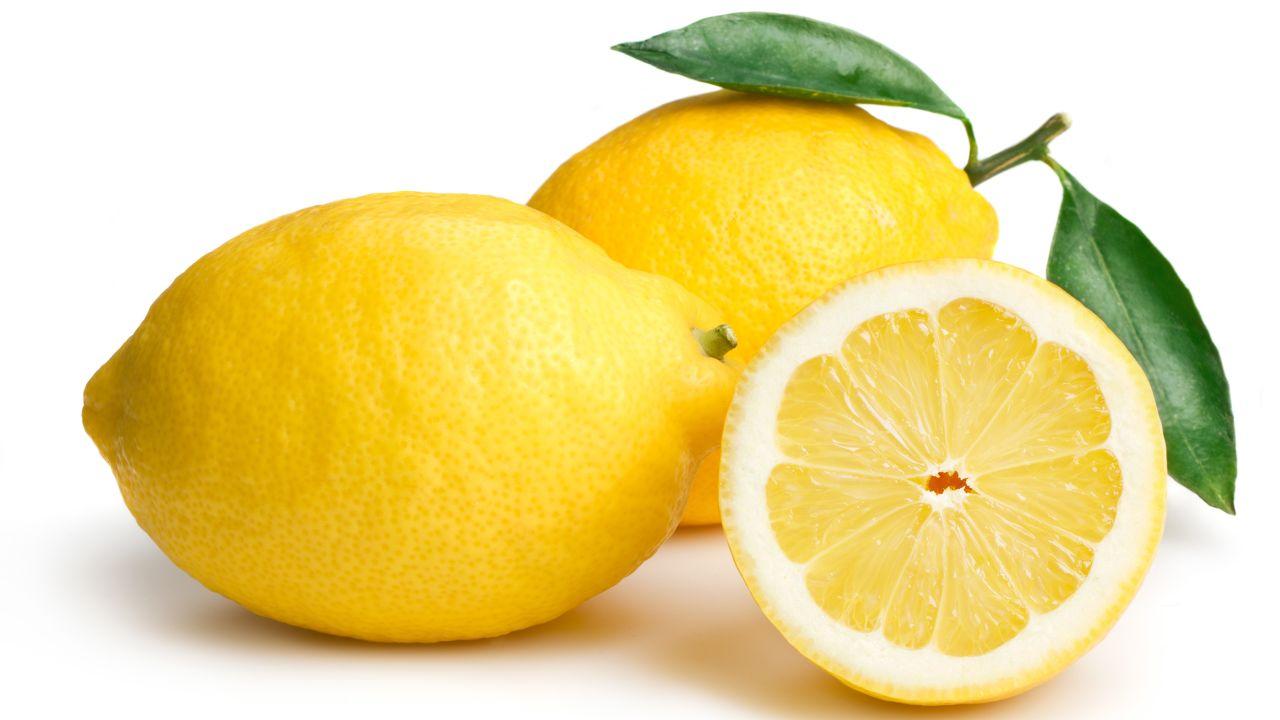 Чем полезен лимон для организма женщины, от чего помогает, принцип действия и польза при различных заболеваниях