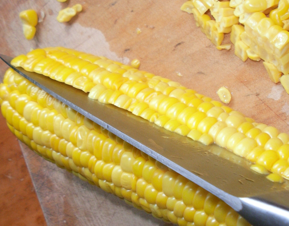 Как заморозить кукурузу на зиму: в початках и зернах