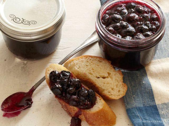 Черничное варенье: вкусные рецепты в домашних условиях, Пятиминутка, с целыми ягодами