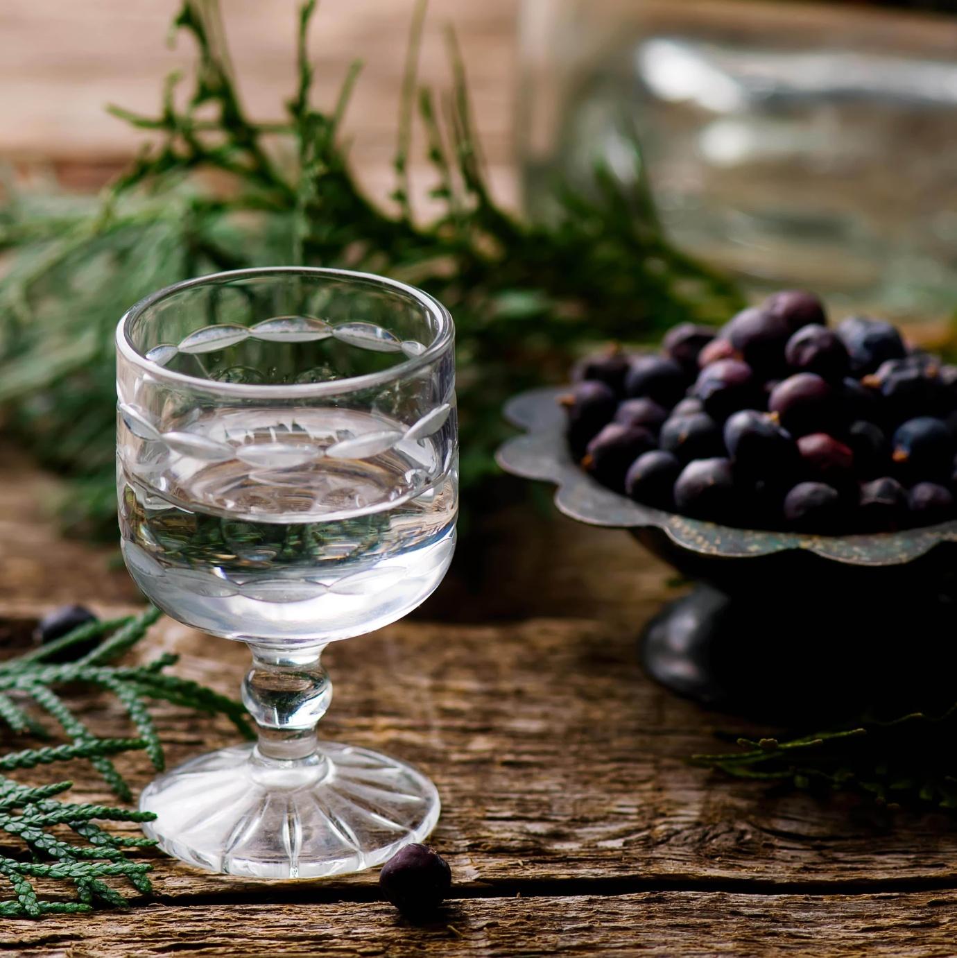 Можжевеловая настойка на самогоне: рецепты и особенности