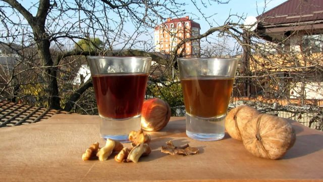 Настойка грецкого ореха: из кожуры, скорлупы, рецепты, применение