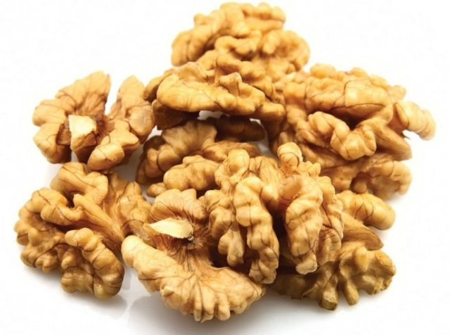Можно ли грецкие орехи при грудном вскармливании: польза и вред