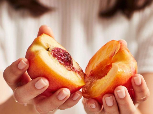 Чем полезны персики для организма женщины