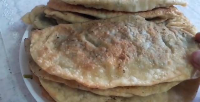 Пирожки с крапивой: рецепты, как приготовить с начинкой из яиц, творога